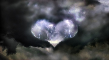 heart shape lightning cloud